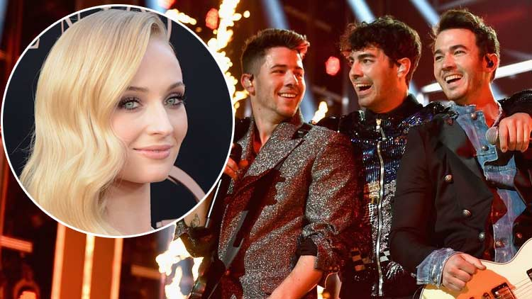 Sophie Tuner & Jonas Brothers sing the 'Happy Birthday' song for Joe during their concert