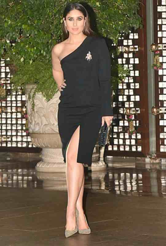 Kareena-Beautiful-Legs-Bollywood-Entertainment-DKODING
