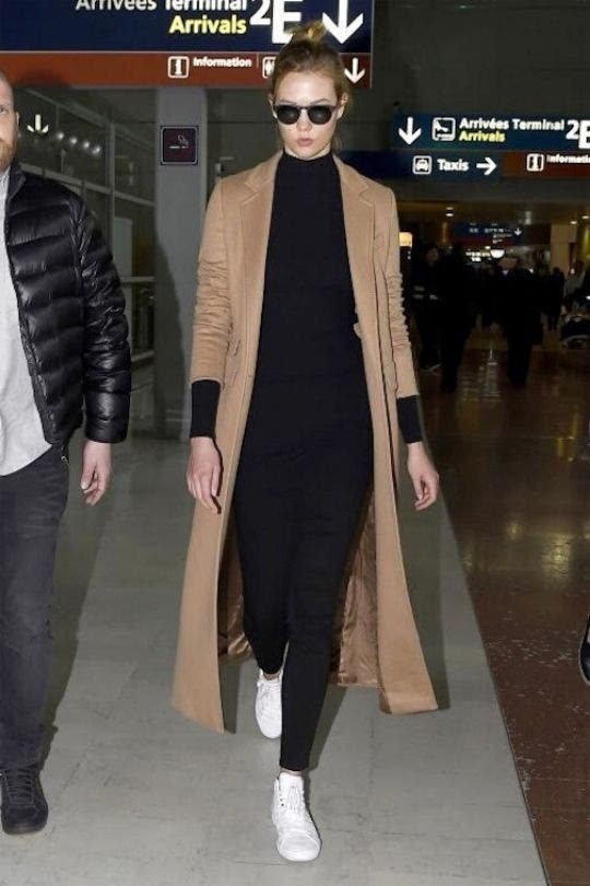 Karlie-Kloss-Camel-Jacket-Black-Top-Fashion-And-Beauty-Lifestyle-DKODING