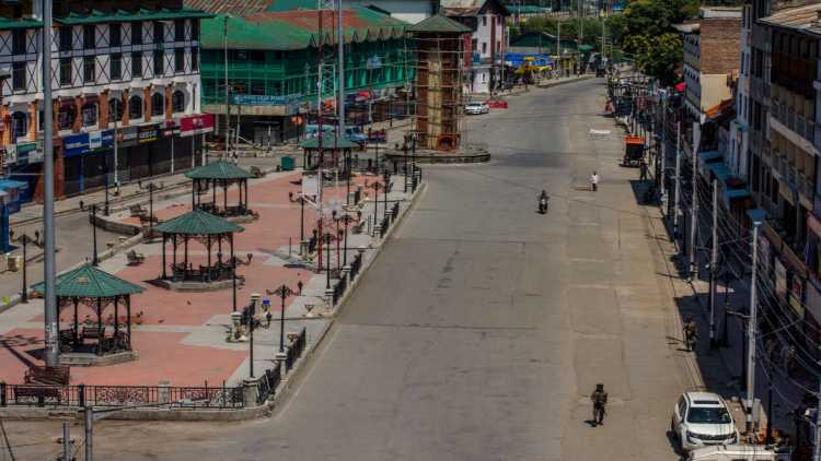 Modiffect: Tourism Thrives In New Kashmir... With Silent Streets And Empty Hotels