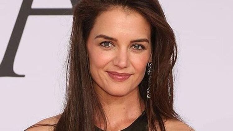 Katie-Holmes-Cringey-Skin-Care-Fashion-And-Beauty-Lifestyle-DKODING