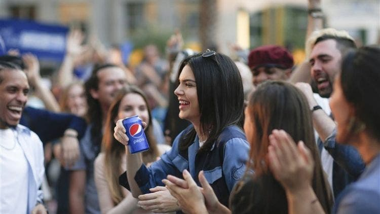 Kendall-Jenner-Pepsi-Scandal-Hollywood-Entertainment-DKODING