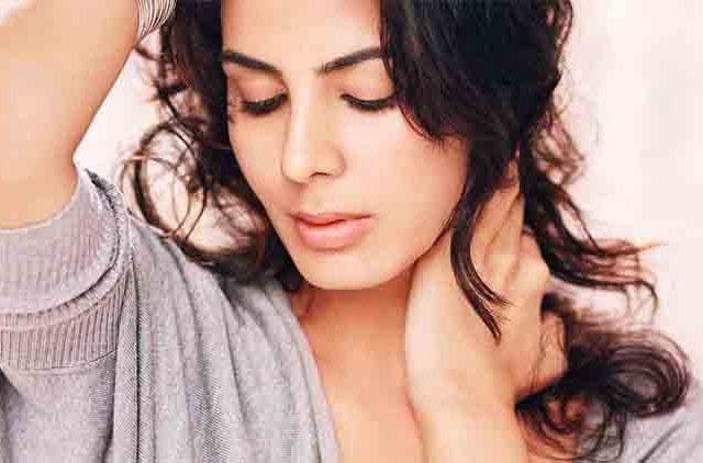 Kirti-Kulhari-Starts-Shooting-For-The Girl On The Train-Bollywood-Entertainment-DKODING