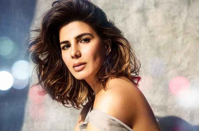 Kriti Kulhari-The girl on the train-Bollywood-Entertainment-DKODING (2)