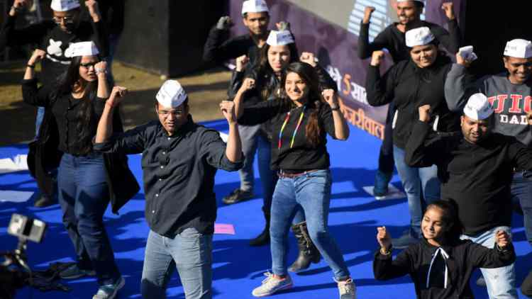 Lage-Raho-Kejriwal-Campaign-Song-Aap-Features-DKODING