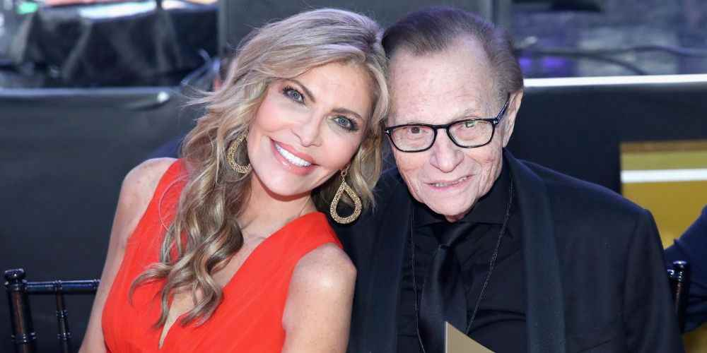 Larry-King-With-Wife-Shaun-Trendin-Today-DKODING