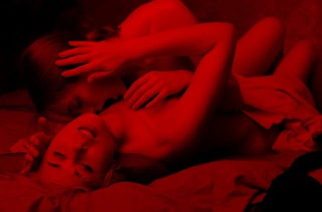 Lesbian Sex Positions: Perfect Balance Of Eating Out, Fingering And Scissoring