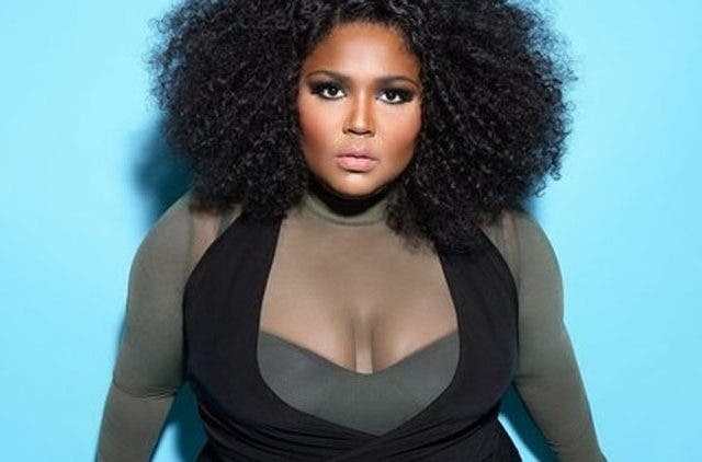 Lizzo-Wallpaper-Bpody-Shaming-Trending-Today-DKODING