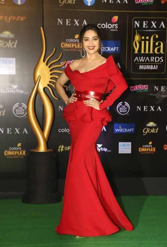 Madhuri Dixit-Red dress-IIFA 2019-Bollywood-Entertainment-DKODING