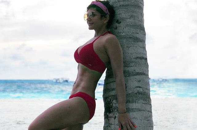 Mandira-Bedi-Red-Bikini-Fit-Maldives-Beach-Trending-Today-DKODING