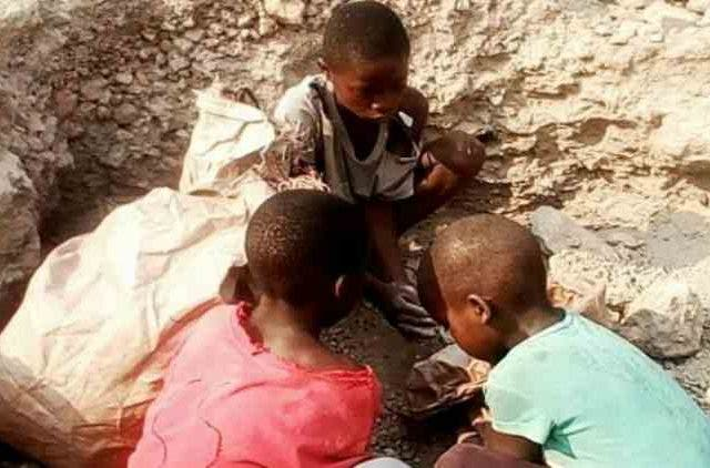 Microsoft-Apple-Google-Tesla-Dell-Accused-Child-Cobalt-Mining-Death-Industry-Business-DKODING