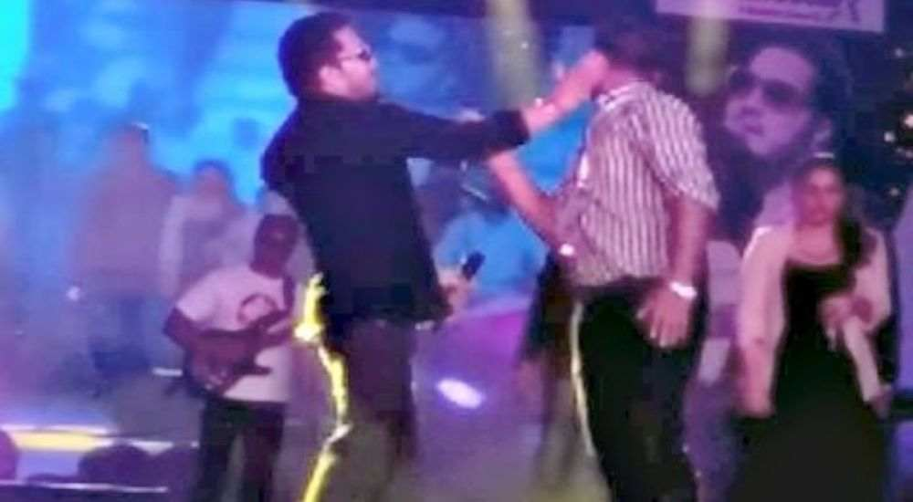 Mika Singh angry on fan DKODING