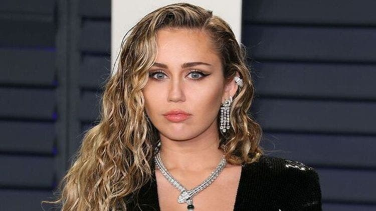 Miley-Cyrus-Pansexual-Celebs-Opened-Sexuality-Hollywood-Entertainment-DKODING