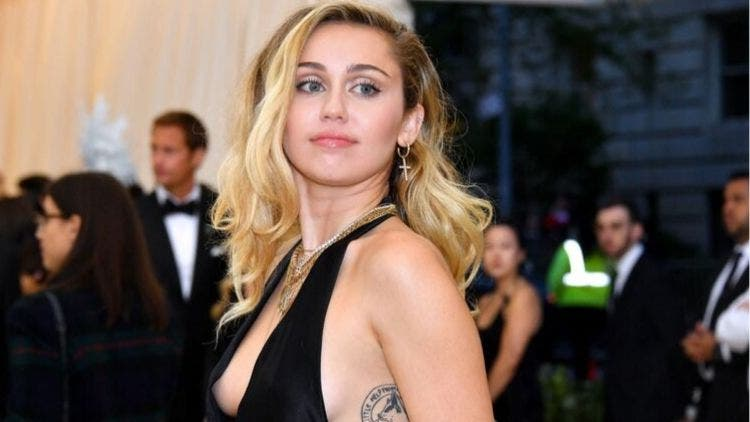 Miley-Cyrus-Post-Breakup-Fashion-And-Beauty-Lifestyle-DKODING