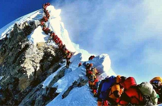 Mount-Everest-Crowded-Trending-Today-DKODING