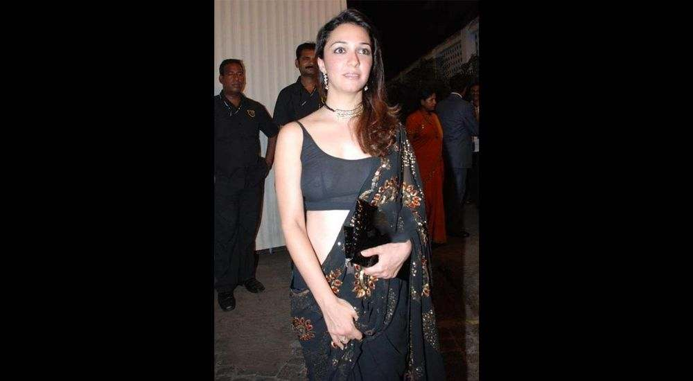 Nauheed Cyrusi and her revealing outfit