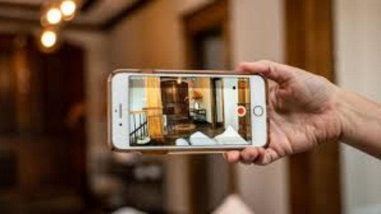 Old-Phone-Turns-Into-A-Security-Camera-NewsShot-DKODING