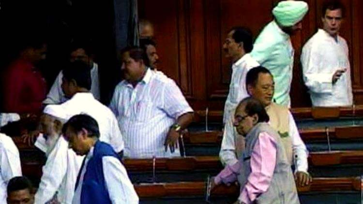 Opposition-MPs-Walkout-RS-Over-Trump-India-Politics-DKODING