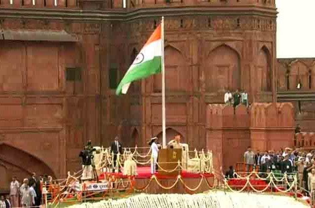 PM-Modi-Unfurls-Tricolor-At-Red-Fort-Videos-DKODING