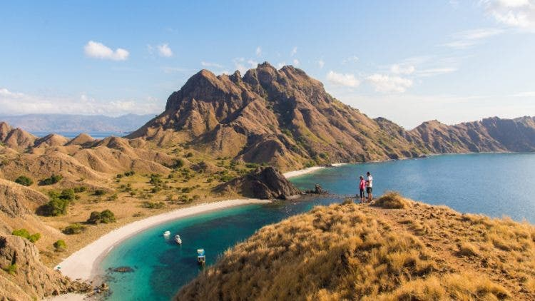 Padar-Island-Indonesia-Honeymoon-Destinations-Lifestyle-Travel-&-Food-DKODING