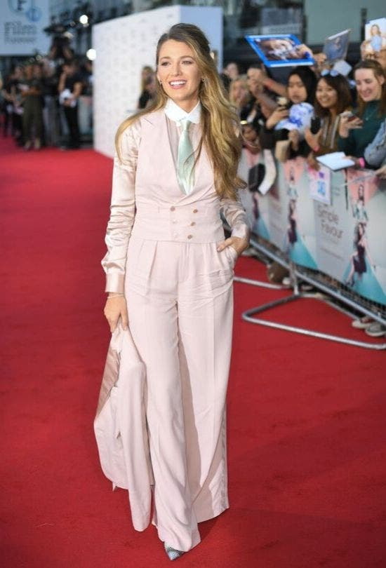 Pink-Suit-Blake-Lively-Fashion-And-Beauty-Lifestyle-DKODING