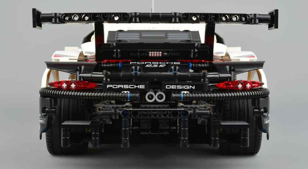 Functionality doesn't look a bothering issue in front of such a detailed design of Lego's Porsche 911| NewsShot | DKODING