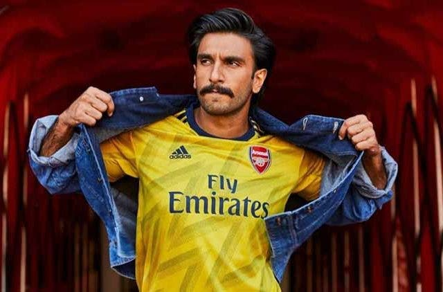 Ranveer-Supports-His-Favourite-Team_Videos-DKODING