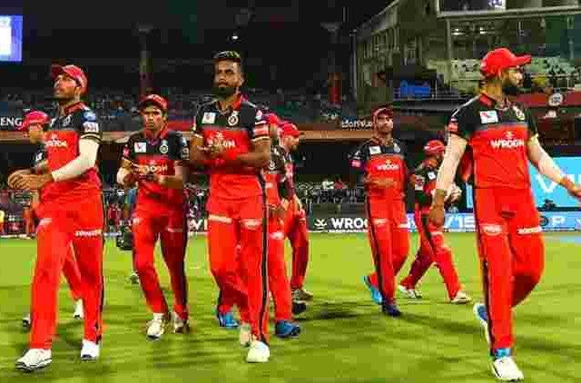 Rcb-Walks-Out-After-Rain-Ipl-2-19-Crcket-Sports-DKODING