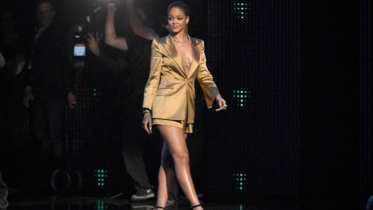 Rihanna-Red-Carpet-Moments-Formal-Fashion-And-Beauty-Lifestyle-DKODING