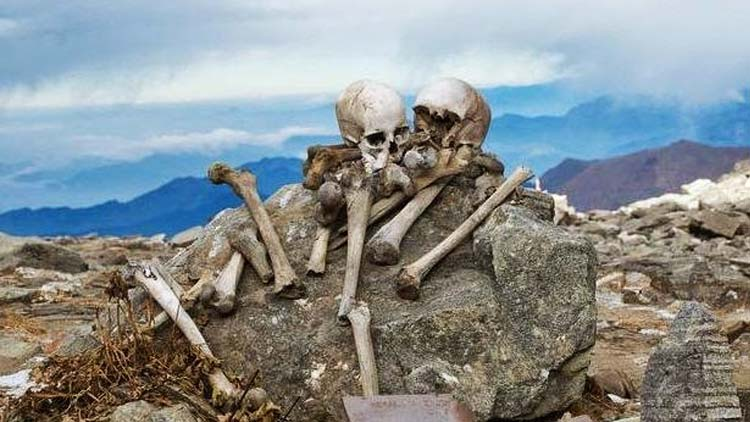 Roopkund-Lake-Skeletons-dated-1000-years-apart-NewsShot-DKODING