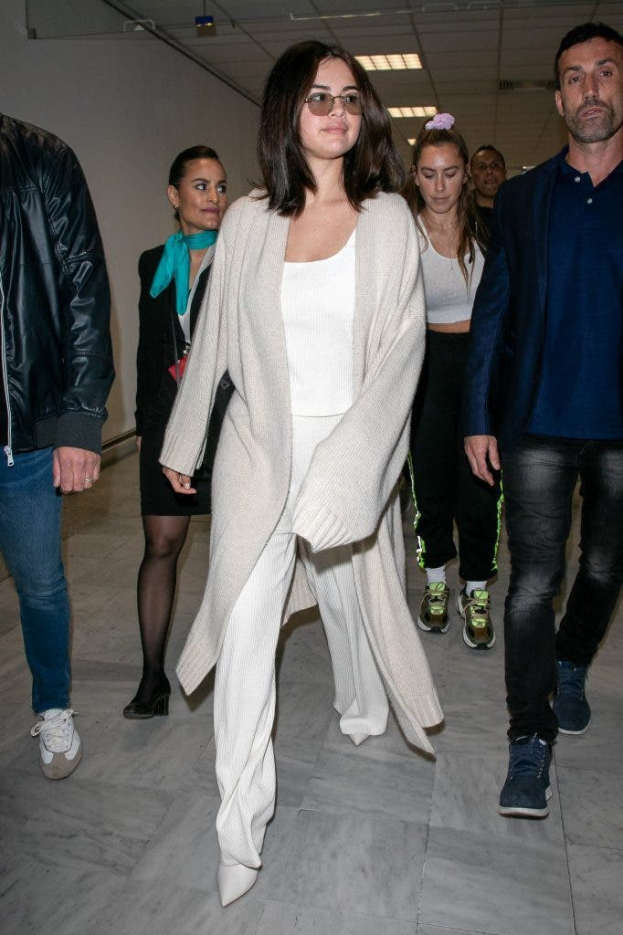 Selana-Gomez-Airport-Look-Cannes-Lifestyle-Fashion-&-Beauty-DKODING