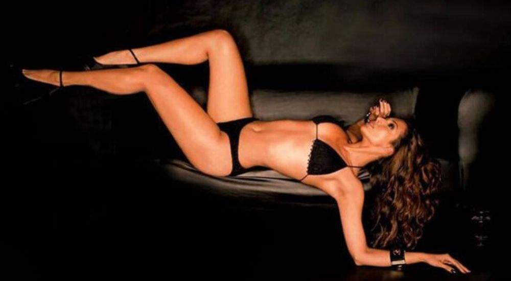 Sexy-Legs-Malaika-Bollywood-Entertainment-DKODING