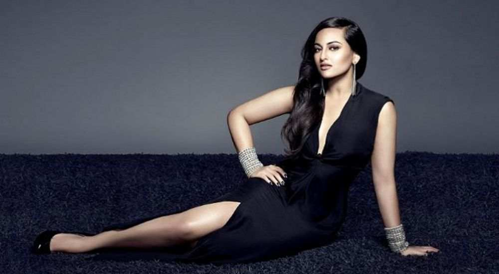 Sonakshi-Sinha-Apolozised-Entertainment-Bollywood-DKODING
