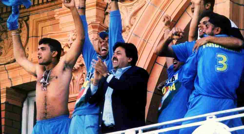 Sourav-Ganguly-Takes-Off-His-Shirt-CWC19-Cricket-Sports-DKODING