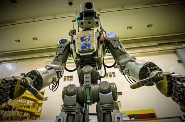Spacecraft-Carrying-Russian-Humanoid-Robot-News-More-DKODING