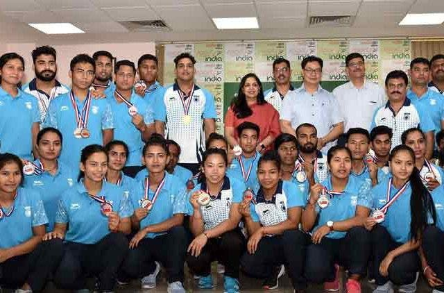 Sports-Minister-Kiren-Rijiju-Lauds-Commonwealth-Weightlifting-Athletes-Weightlifting-Others-Sports-DKODING
