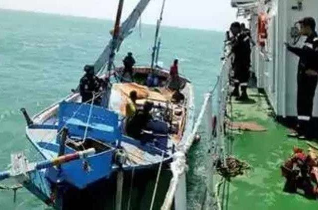 Sri-Lankan-Coast-Guard-Intercepts-Boats-Carrying-Drugs-Global-Politics-DKODING