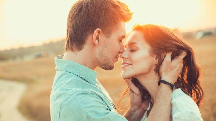 Stages-Men-Fall-Love-Sex-Relationship-Lifestyle-DKODING
