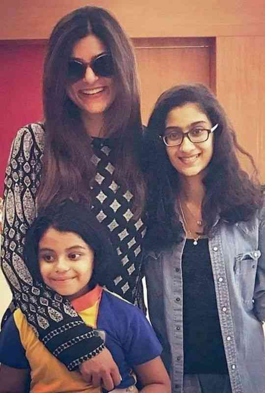 Sushmita-Is-A-Proud-Mother-Of-Two-Girls-Bollywood-Entertainment-DKODING