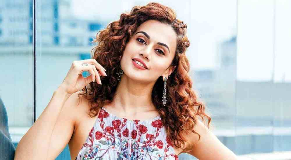 Taapsee Pannu-Likes-to experiment with her looks-Bollywood-Entertainment-DKODING