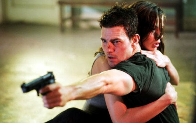 Tom Cruise shooting with left hand