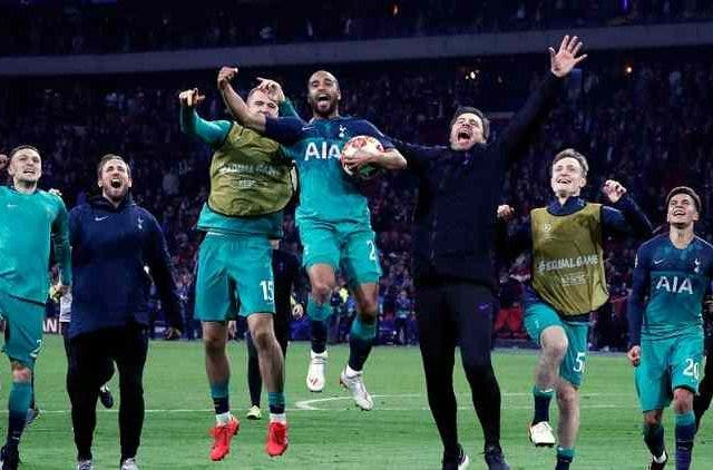 Tottenham-Celebrating-Win-Champions-League-Football-Sports-DKODING