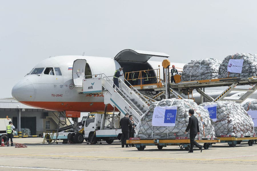 US-China-Trade-War-Impacts-Traffic-Air-Cargo-Industry-Business-DKODING