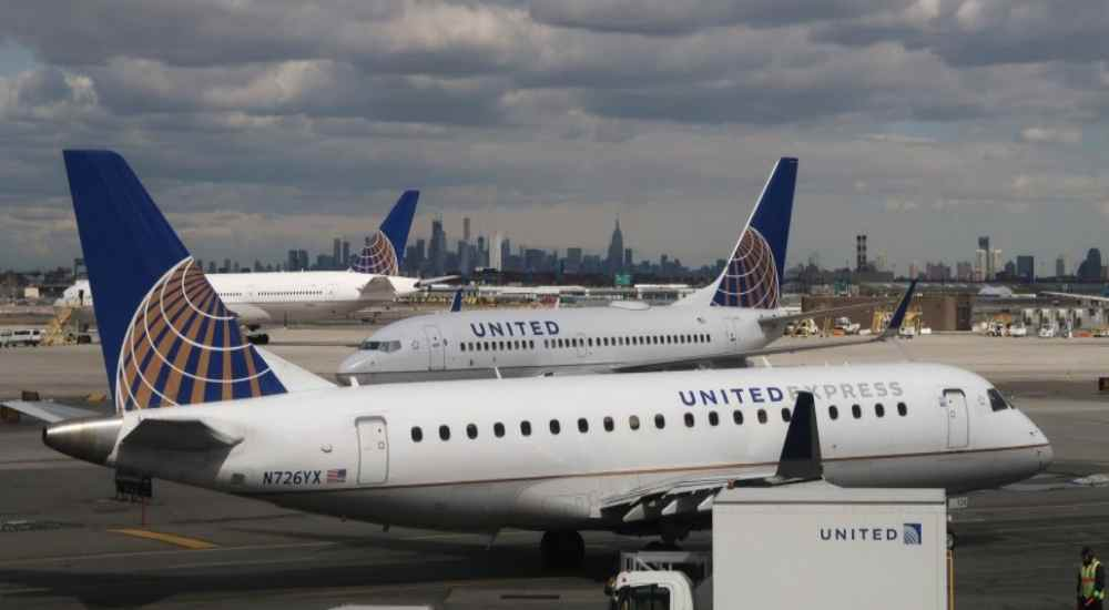 United Airlines | NewsShot | DKODING