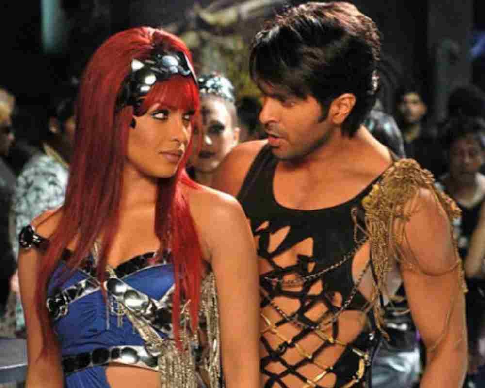 Weird-Onscreen-Couples-Bollywood-Entertainment-DKODING