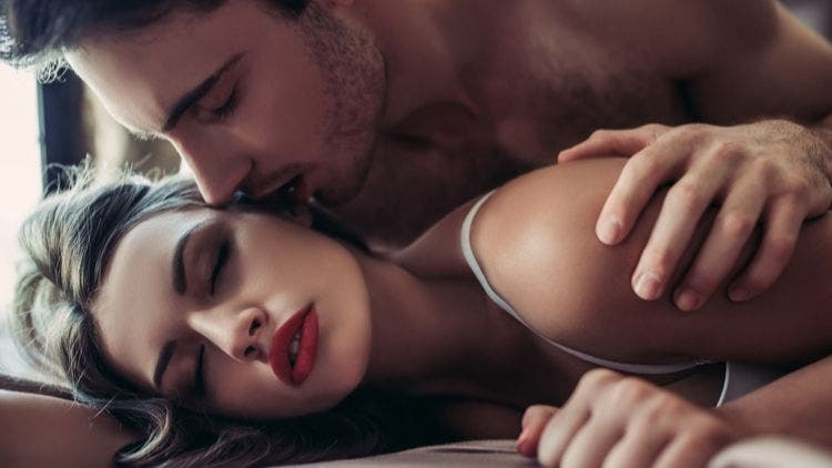 men-compliment-women-Sex-and-Relationship-Lifestyle-DKODING