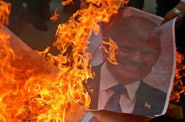 protesters-burn-american-flags-trump-pictures-outside-us-embassy-in-beirut-Global-Politics-DKODING