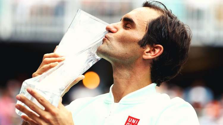 roger-federer-with-miami-open-trophy-tennis-sports-DKODING