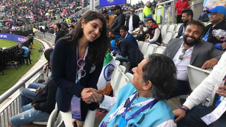 shashi-tharoor-mysterious-woman-ind-eng-1-trending-today-DKODING